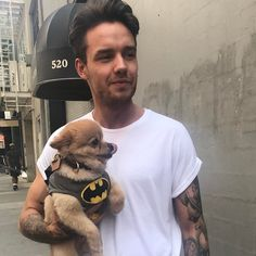 Liam Payne and this puppy are way too cute