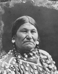 Crow woman - no date American Crow, Native American Photos, Native American Women, Native American History, Native American Indians, Native American Jewelry, Native Americans, Crow Indians, Native Indian