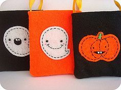 Trick or treat bags, very cute Daycare Gifts, Daycare Ideas, Finger Plays, Trick Or Treat Bags, Circle Time, Preschool, Coin Purse, Crafty, Halloween