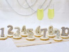 #NewYears Eve cookie countdown centerpiece:  http://www.hgtv.com/handmade/new-years-eve-cookie-centerpiece-favors/index.html?soc=pinterest