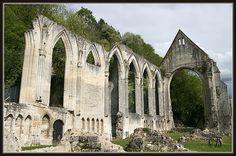 - prieuré de Beaumont-le-Roger -