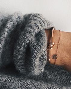 Knot bracelet & cosy knit✌️#céline #acnestudios #vanrycke