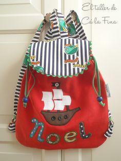 Mochila de guardería personalizada para Noel #mochilasdeguarderia #mochilaspersonalizadas #mochilasinfantiles Baby School Bags, Blue Jean Purses, Kids Purse, Library Bag, Toddler Backpack, Diy Handbag, Fabric Bags, Quilted Bag, Kids Backpacks