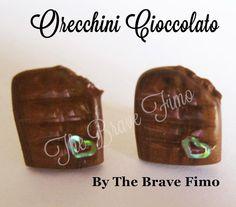 orecchini bottoncino con barretta di cioccolato morsa... in fimo Sono Totalmente realizzati a mano Senza stampi e lucidati con apposita vernice Costo: 5 euro