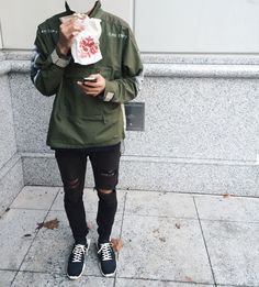 Olive Anorak Similar to this Urban Fashion, Daily Fashion, Fashion Looks, Mens Fashion, Fashion Outfits, High Fashion, Men Street, Street Wear, Outfits Hombre