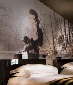 Perfectly positioned between the famous Place des Vosges and the eclectic Place de la Bastille, designer boutique Hotel Original Paris invites you to enter a world of fantasy and poetry. By Hotelied.