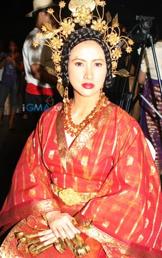Visayan bride/queen Philippines Outfit, Philippines Culture, Traditional Fashion, Traditional Outfits, Ethnic Fashion, Fashion Art, Filipino Fashion, Philippine Fashion, Vietnam