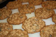 Quaker's Vanishing Oatmeal Raison Cookies. Simple and perfect!   http://neighborchicks.blogspot.com/2012/10/oatmeal-raison-cookies.html