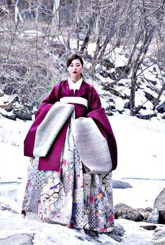 한복 HANBOK, Korean traditional clothes We love Korean Traditional Clothes, Traditional Fashion, Traditional Dresses, Korean Dress, Korean Outfits, Mode Ulzzang, Modern Hanbok, Hanfu, Korean Women