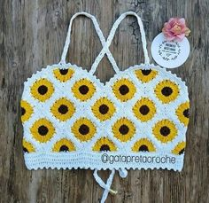 New Crochet Bikini Diy Style Ideas Crochet Bra, Crochet Halter Tops, Crochet Crop Top, Crochet Woman, Crochet Blouse, Crochet Motif, Crochet Crafts, Crochet Clothes, Crochet Stitches