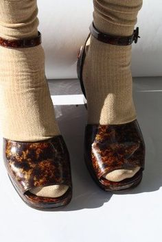 Tortoise shell shoes peep toe heels brown socks and heels Vintage YSL Pretty Shoes, Cute Shoes, Me Too Shoes, Funky Shoes, Crazy Shoes, Robes Vintage, Vintage Ysl, Look Fashion, Fashion Shoes