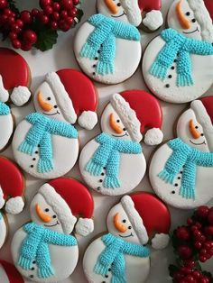 Snowman Santa hat red white and blue cookies - Creative Cake Decorating Ideen Blue Cookies, Fancy Cookies, Iced Cookies, Cupcake Cookies, Noel Christmas, Christmas Goodies, Christmas Treats, Christmas Baking, Christmas Cakes