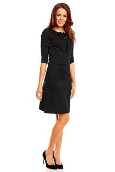 Gładka czarna sukienka z kokardką na dekolcie