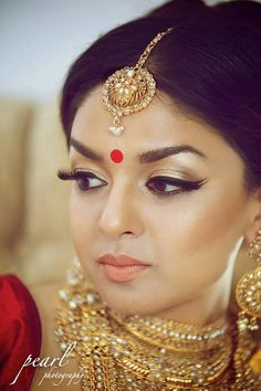 Light yet flawless gorgeous makeup! Indian bride wearing bridal jewelry. #IndianBridalHairstyle #IndianBridalMakeup #IndianBridalFashion
