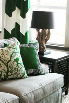 Zielone dodatki w salonie (green color in the living room) fot.: Cristki Holcombe Interiorsm)