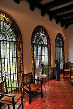 Needs cat door! Spanish Colonial Homes, Spanish Style Homes, Spanish Revival, Spanish House, Mexican Style Homes, Hacienda Style Homes, Hacienda Kitchen, Spanish Courtyard, Mexican Hacienda