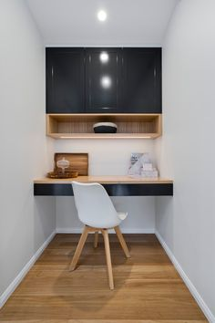 S T U D Y N O O K S | Every home needs a study nook or home office. Whether you work from home, always seem to be working or it's a space for kids to do their homework incorporating a well-designed workspace makes getting these tasks done so much easier and more enjoyable. 🙌🏻 A study nook can be incorporated adjoining a kitchen, in a hallway, bedroom or living area in your home. . Study Nook Designed by Bella Vie Interiors