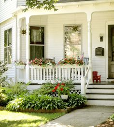Do you like Stunning Farmhouse Porch Railing Decor Ideas ? If you wanna see my Stunning Farmhouse Porch Railing Decor Ideas lets read more and enjoy today. Cottage Porch, Home Porch, House With Porch, Cottage Homes, Cottage Style, Porch Uk, Farmhouse Front Porches, Small Front Porches, Front Porch Design