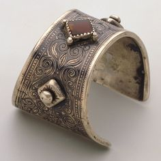 Morocco | Cuff by Ida ou Nadif | 20th century | Silver and gemstones