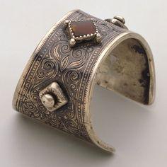 Morocco | Cuff by Ida ou Nadif | 20th century | Silver and gemstones