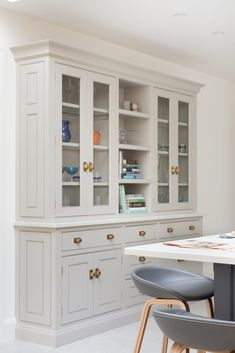 This large bespoke kitchen dresser is located opposite the island and close to the dining area so that crockery and glassware are easily to hand for when guests arrive for dinner. #humphreymunson