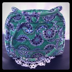 VERA BRADLEY CUPCAKE PURSE GREEN, BLUE, AND WHITE CUPCAKE PATTERNED PURSE WITH TWO MAGNETIC POCKETS IN FRONT. ZIPPERED POCKET IN BACK AND ZIPPERED POCKET INSIDE THE LENGHT OF THE BAG WITH THREE EXTRA POCKETS FOR PHONE, ETC. VERY GOOD CONDITION. ALMOST NEW VERA BRADLEY Bags