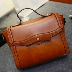 <3 Cute Brown Leather Bag with Bow, Vintage Look to It <3