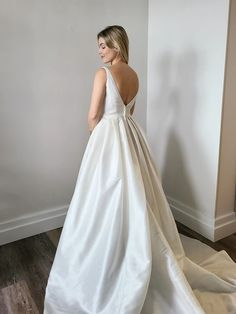 A vintage-style ball gown wedding dress. This 50s style ball gown, featuring a v-neckline and v-back. This ball gown is simple and blends vintage style with modern simplicity perfectly. Bridal Consignment, Vintage Ball Gowns, Wedding Gowns, Bridal Gowns, Vintage Fashion, Vintage Style, Neckline, Bride, Formal Dresses