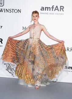 Pin for Later: Die Stars haben sich die besten Outfits für die amfAR Gala aufgehoben Elle Fanning in Valentino