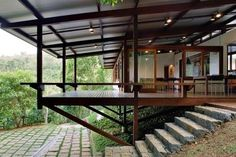 Since 1998 the Web Atlas of Contemporary Architecture Tropical Architecture, Contemporary Architecture, Architecture Design, Cout Construction Maison, Exterior Design, Interior And Exterior, Hillside House, House On Stilts, Small House Plans