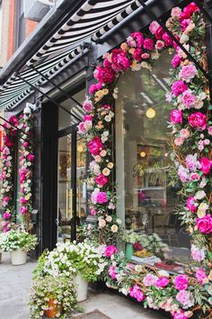 Super travel photography usa new york 44 ideas Nyc Spring, Spring In New York, New York City Vacation, New York City Travel, Appartement New York, New York Flower, Places In New York, City Living, Store Fronts