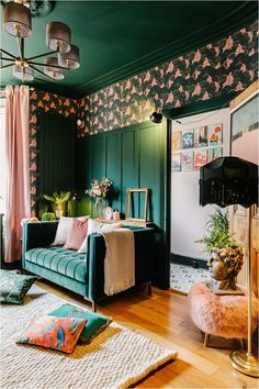 3-tips-in-choosing-a-velvet-sofa-colour Green Velvet Sofa, Yellow Sofa, Green Sofa, Dark Green Living Room, Dark Green Walls, Green Lounge, Design Projects, Design Ideas, Wall Panelling