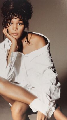 Whitney Houston Young, Beautiful Black Women, Beautiful People, Daniel Ramos, Women Lawyer, Famous Black, Black Celebrities, Music Icon, Hollywood