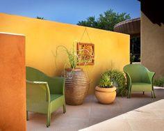 Magnifique hacienda Mexicaine dans le style Barragan et patio aux teintes chaudes et douces à la fois.