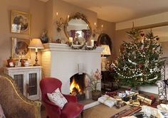 There's nothing quite like a cosy English Christmas! Who's got their tree up? . . #christmasdecorations #christmastree #englishhome #cosy #christmas #livingroom #interiors #homedecor #homedesign #homesweethome #christmastime