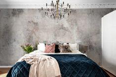 Dieses handgemalte Tapeten-Design gibt jedem Raum ein patiniertes Vintage Feeling. Ideal, wenn keine Motive aber doch Kontraste gewünscht sind, ob an den Wänden oder der Decke! €39,-/m2 inklusive Tapetenkleister und Gratis Lieferung Stone Wallpaper, Hand Painted Wallpaper, Painting Wallpaper, Bedroom Wall Designs, Bedroom Decor, Wall Behind Bed, Wallpaper Designs For Walls, Free Wallpaper Samples, Living Room Paint