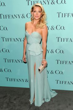 Kate Hudson has never looked BETTER ... she rocks this beautiful tiffany blue gown! Perfect choice !