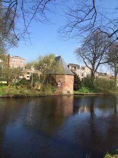 Waltoren Oostenrijck, Jan van Houtkade, laatste overblijfsel van de Leidse stadsmuur. In de volksmond staat het bekend als 'Het kruithuisje'.