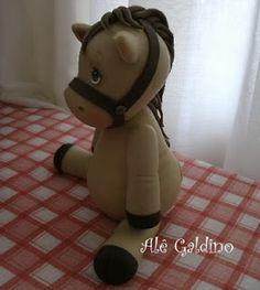 Alê Galdino: Cavalo em biscuit