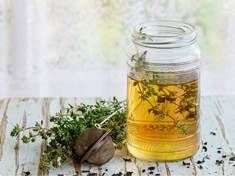 Drink Thyme Tea Every Morning To Help With Fibromyalgia, Hashimoto's, Arthritis, Lupus, and Multiple Sclerosis - Healthy Detox Food Parasitic Worms, Thyme Tea, Ways To Manage Stress, Thyroid Health, Rheumatoid Arthritis, Multiple Sclerosis, Alternative Health, Herbal Tea, Everyday Food