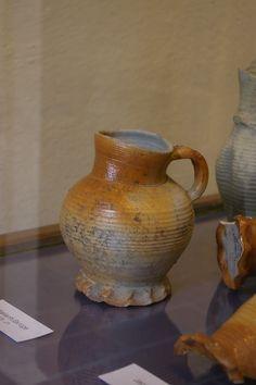 Henkelbecher Waldenburger Steinzeug 15.Jh, Museum Waldenburg