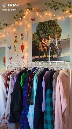 Indie Bedroom, Indie Room Decor, Cute Bedroom Decor, Room Ideas Bedroom, Bedroom Inspo, Chill Room, Cozy Room, Retro Room, Vintage Room