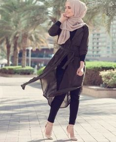 Light and dark colors flying in the wind - check out: esma 3 hijab mode hij Hajib Fashion, Abaya Fashion, Modest Fashion, Fashion Outfits, Fashion Muslimah, Hijab Style, Hijab Chic, Islamic Fashion, Muslim Fashion