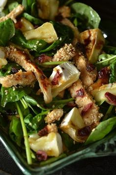 Salad with chicken in sesame and camembert cheese - sky on a plate Best Salad Recipes, Healthy Recipes, Greens Recipe, Food Inspiration, Appetizer Recipes, Food Porn, Good Food, Food And Drink, Cooking Recipes