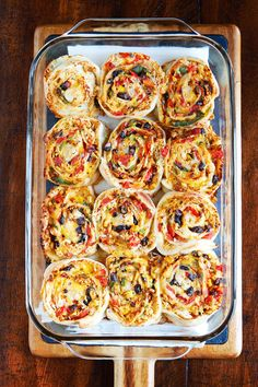 We cannot stop eating these Southwestern Chicken Pizza Rolls! They make me want to go back for seconds and thirds! Seasoned chicken, seared veggies, and gooey melty cheese are all rolled up in soft, chewy pizza dough and baked til - # Yummy Appetizers, Appetizer Recipes, Appetizer Ideas, I Love Food, Good Food, Yummy Food, Tapas, Roll Ups Recipes, Cooking Recipes