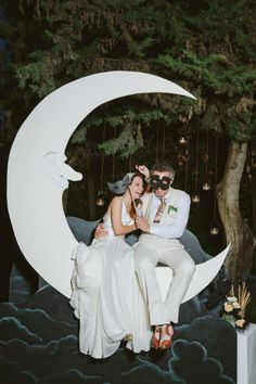 Vintage Papermoon in Old Hollywood Glamour Wedding