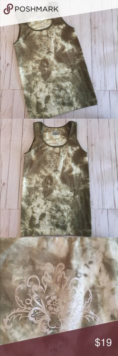 Athleta Seamless Tie Dye Army Green Tank M Athleta Seamless Army Green Tie Dye Tank in Size M. Excellent condition. Fitted Tank with front detailing, see pic. See pics for measurements. Athleta Tops Tank Tops