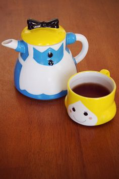 Alice Teapot/cup set!