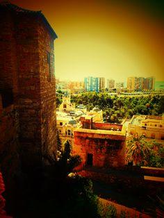 Panoramica de La Malagueta desde segundo recinto de la Alcazaba.