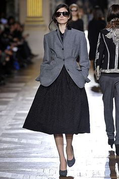 Dries Van Noten Fall 2010 Ready-to-Wear Collection Slideshow on Style.com